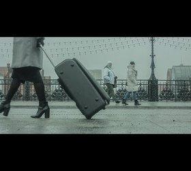 HRYPA – Kobieta z walizką